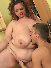 Tattooed BBW sex with trainer